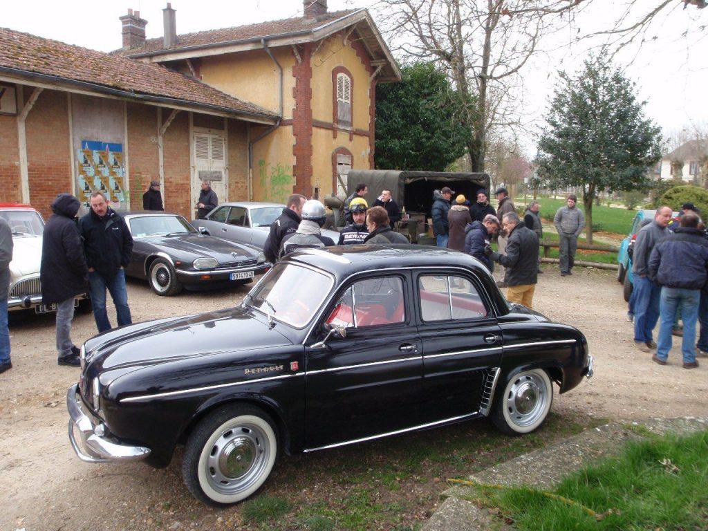 Rendez vous mensuel CAMP Renault Ondine joliement restaurée