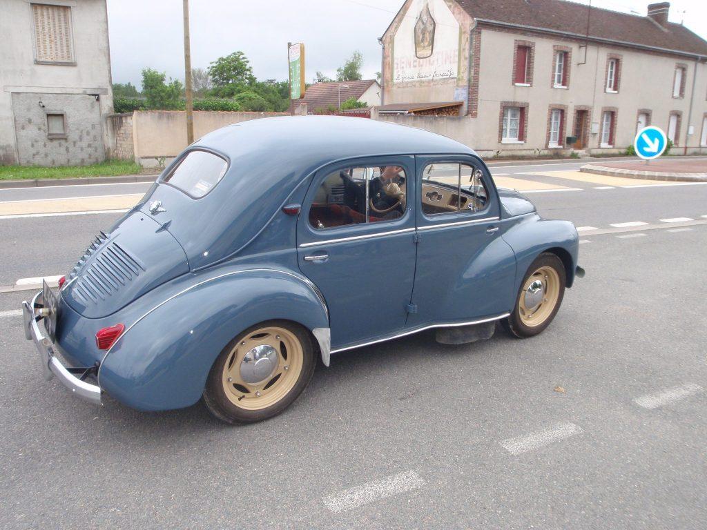 Rendez vous mensuel Auto Moto Retro St Maurice sur Fessard