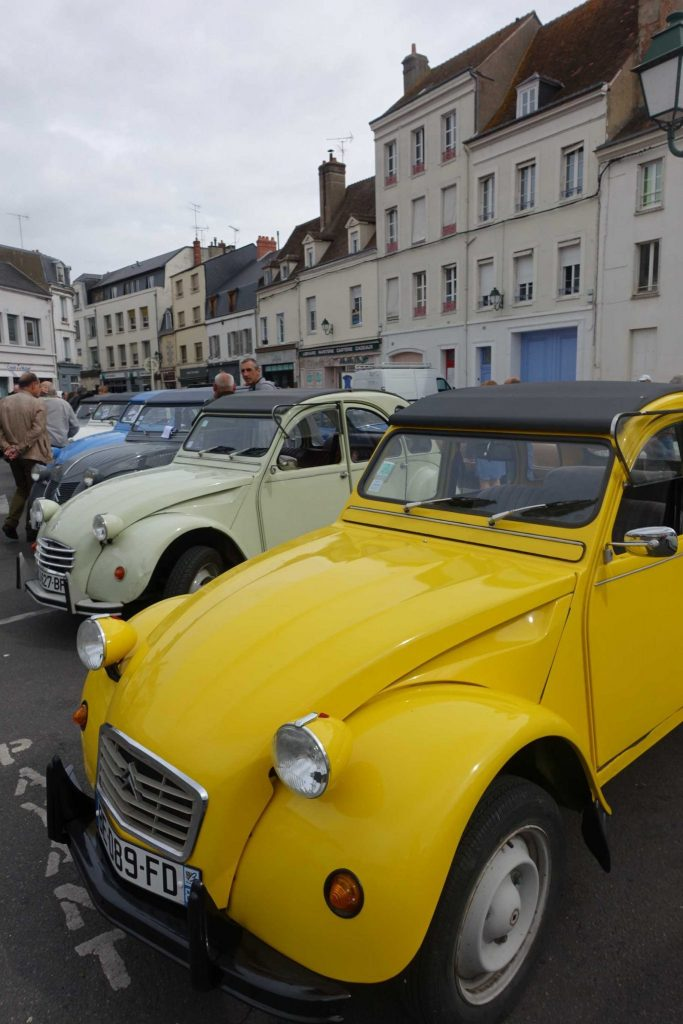45 2CV dans le Loiret pour le RDV mensuel de Montargis