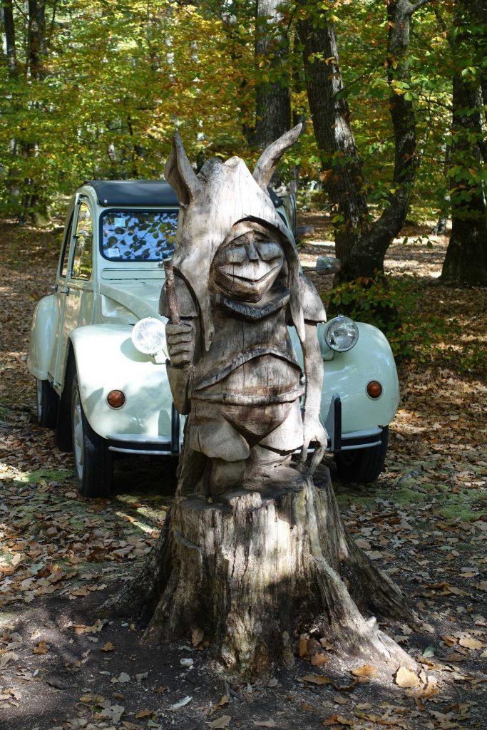 Art forestier et promenade automnale en parapluie à 4 roues